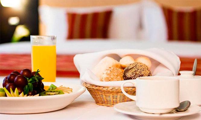 Noche romantica para dos en habitacion a eleccion desayuno buffet decoracion