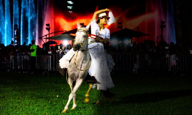 Cena Buffet Show de danzas tipicas Show del Caballo Peruano de Paso