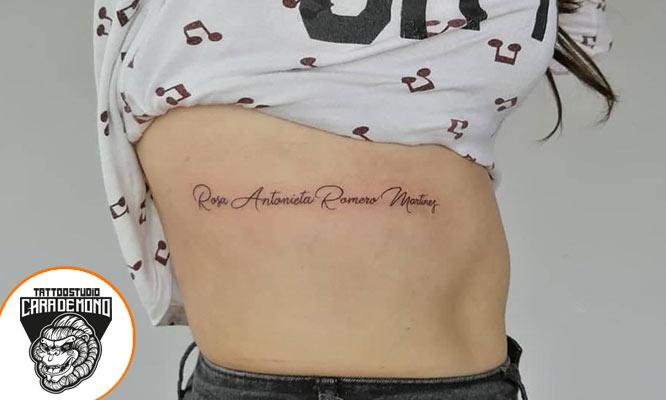 2 tatuajes frase o palabra (negro grises) hasta de 9cm en Cara de MonoTattoo Studio