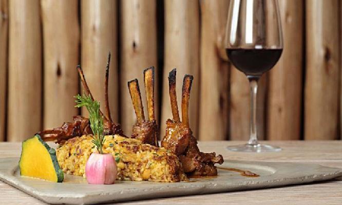 Cena para 2 Entradas fondos postres copas de vinoen Ventarron Restaurante