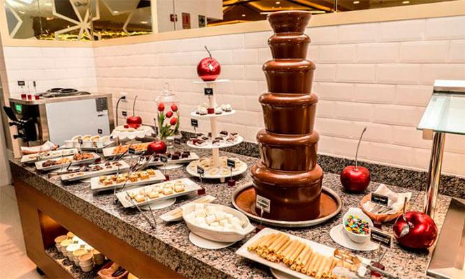 Almuerzo o cena buffet fuente de chocolate para 1 persona
