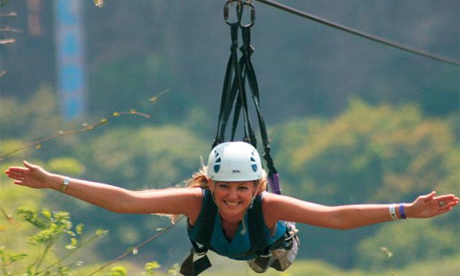 Actividades a eleccion entre canopy paseo en tubulares cuatrimotos o caballo o paintball