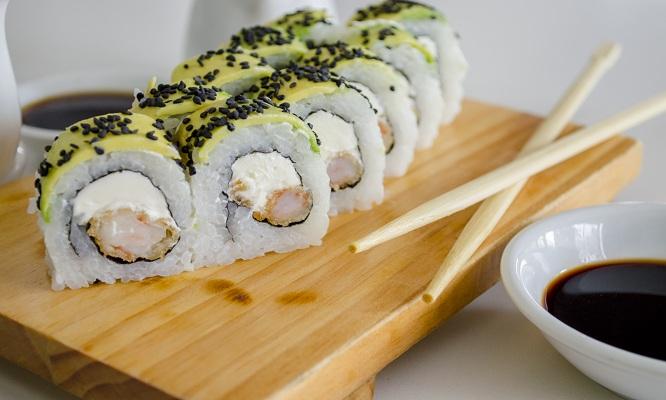 Barra libre de Makis a eleccion para una persona 2 bebidas en Mr Sushi