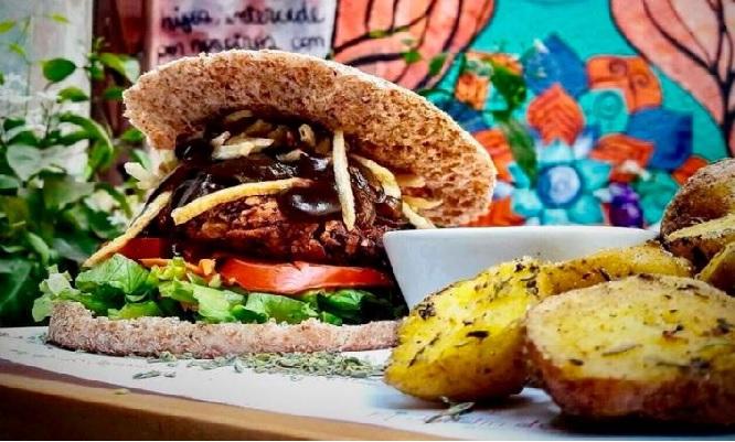 Combo para 2 Deliciosas hamburguesas a eleccion papas fritas ¡Elige tu favorita!