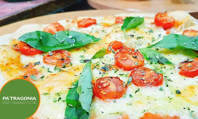 2 pizzas medianas 1 empanada gaseosa (Solo valido para llevar)
