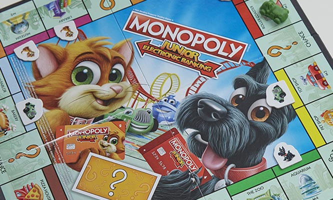 Juego Monopoly Junior - Banco electronico Hasbro Games® delivery