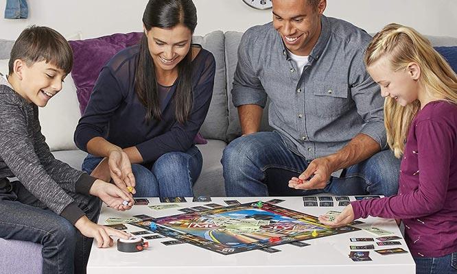 Juego Monopoly Speed Hasbro Games® delivery ¿Sin tiempo para jugar? ¡Este es tu juego!