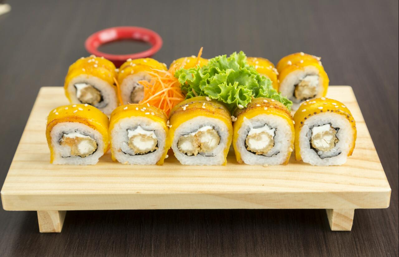 18 cortes de makis para recojo en el local o delivery segun elijas