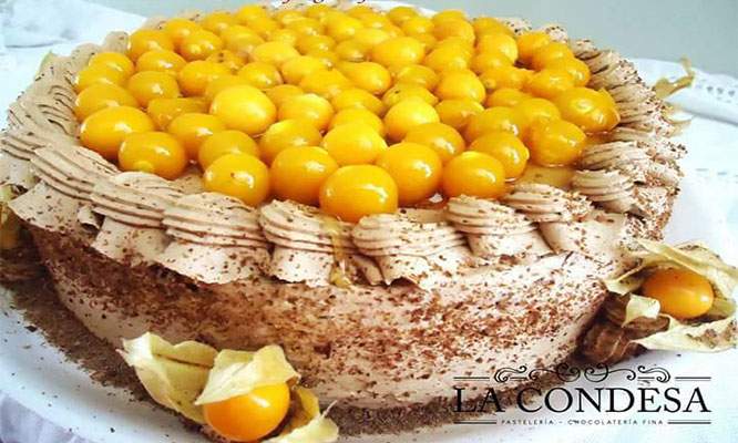 Mousse de Lucuma y chocolate Tres leches de chocolate y aguaymanto al pisco o de Fresas