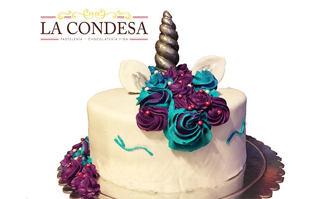 DeliveryTorta Unicorno con keke de sabor a elegir masa elastica y buttercream