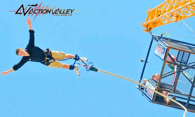 Los Domos de la Costa verde Salto en Bungee Jump con Action Valley