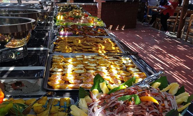 buffet amazonico - criollo show musical en La Choza de la Anaconda