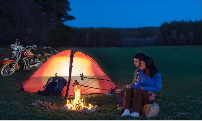 Linterna y lampara para camping recargable solar y a corriente