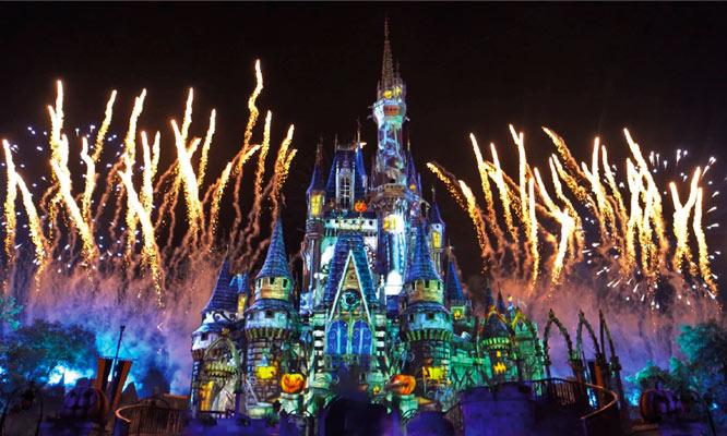 Visitas Navideñas al Castillo donde te esperan Mickey Minnie Santa Claus y muchos mas