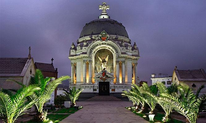 Tour Nocturno tematico Cementerio Presbitero Maestro guia show y mas