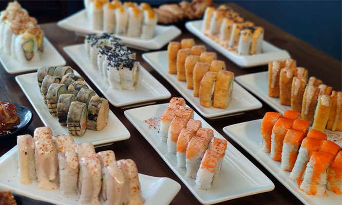 Dragon Rolls ALL YOU CAN EAT de makis y Chicken fingers bebida 5 Helado tempura