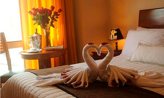 Paquete San Valentin que incluye Noche en habitacion decorada desayuno y mas