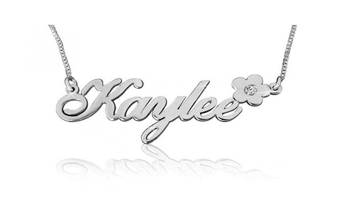 Hermoso collar personalizado con el nombre de esa persona especial de plata