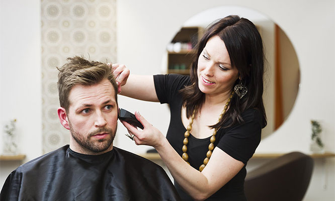 Facial ejecutivo corte de cabello camuflaje de canas