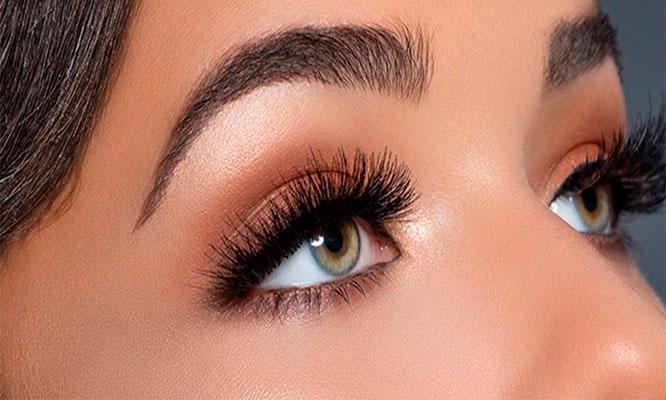 Extensiones de pestañas pelo a pelo perfilado y Henna en cejas