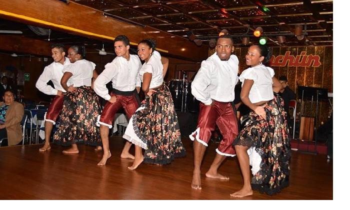 Miraflores 2 o 4 entradas para show en vivo jarra de cerveza en Sachun peña turistica