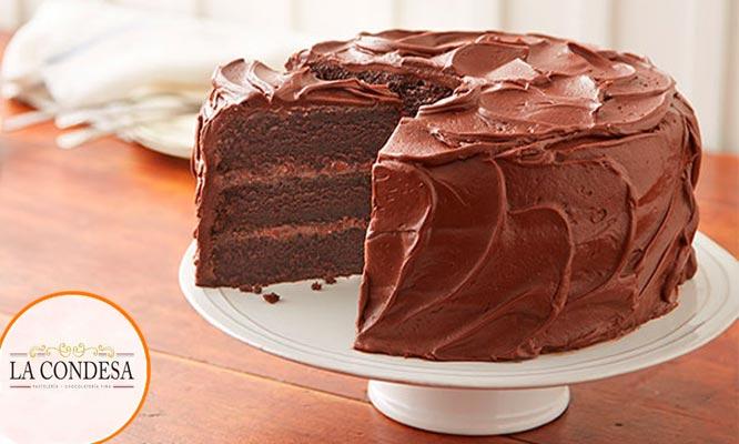 Torta de Chocolate 60% cacao Peruano rellenos de fudge y glaze de chocolate
