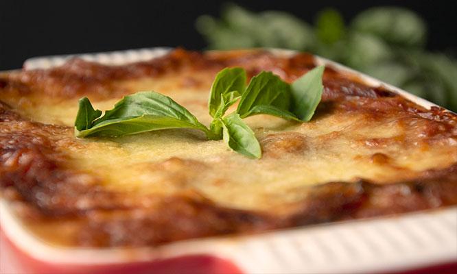 2 lasagnas o canelones 2 copas de vino y mas en Bistro Toretto ¡Para 2!