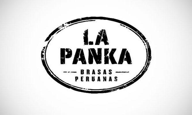 Pollo entero a la brasa papas ensalada en La Panka