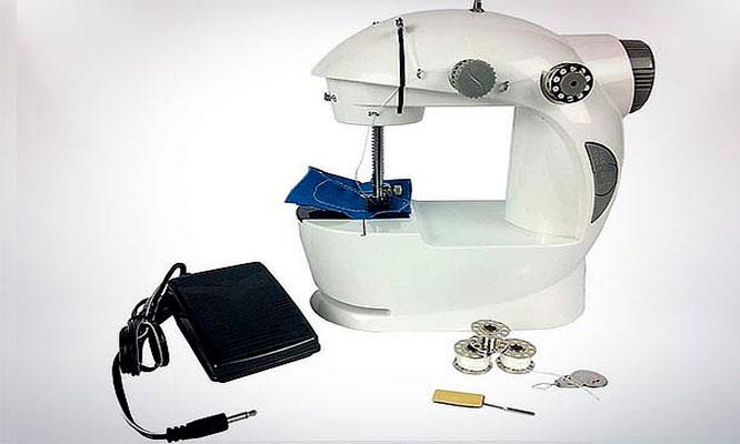Mini maquina de coser portatil a pilas y corriente con Galy Import