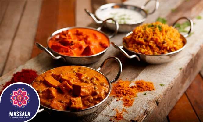 Almuerzo indio con entrada platos de fondos bebidas para dos o cuatro