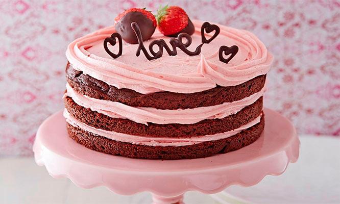 Torta naked cake vanilla chocolate o Red Velvet con decoracion de frutos rojos