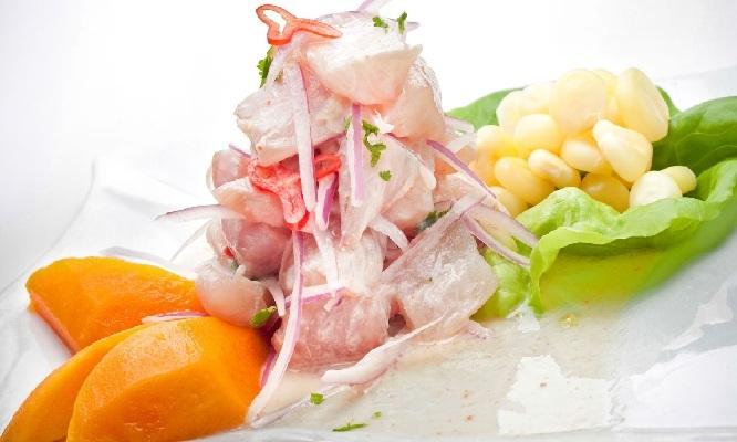 Piqueo marino para 2 Tiradito ceviche chicharron arroz con mariscos y mas