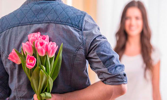 Rosas o tulipanes en caja o ramo o jarron tarjeta y mas