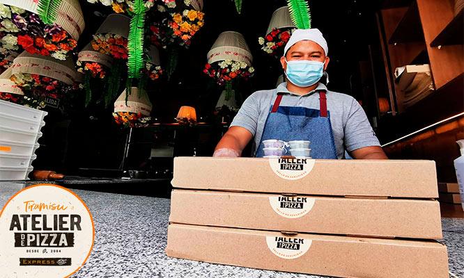 Pizza Familiar a eleccion Porcion de panes al ajo Sangria de la casa delivery