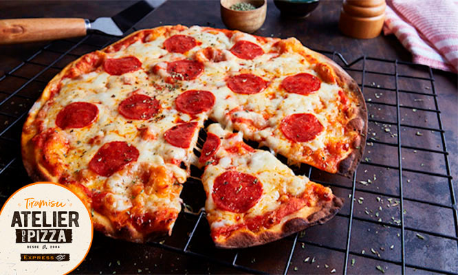 Pizza Familiar Favorita a eleccion opcion a pan al ajo y bebidas ¡Delivery incluido*!