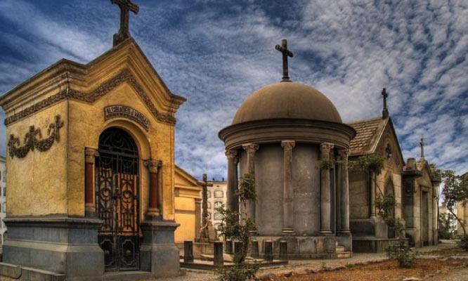 Tour virtual al Cementerio Presbitero Maestro - Transmision en vivo 31 de octubre