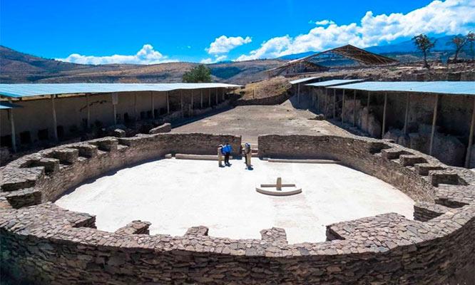 Ayacucho tours Wari Pampa de la Quinua - Aguas Turquesas y mas